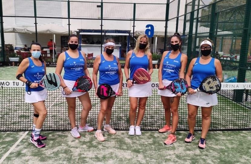 El equipo Padelcat Femenino D gana 2-1 al Club Padel Cornella A