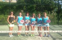 El Club Padel Vilanova Femenino B venció al Club Tenis la Salut B por el resultado de 3-0.