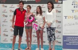 Lucía Rosa Vadillo y su compañera Anna Ortiz Gasco vencieron por el resultado de 6/1 6/1 a A. Gallardo Salvado y su compañera A. Torralba Ladunca en la final alevín femenina del Tyc Premium 3 Bullpadel